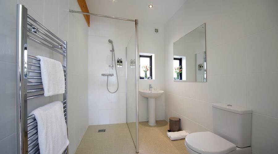 En-suite bathroom in family lodge